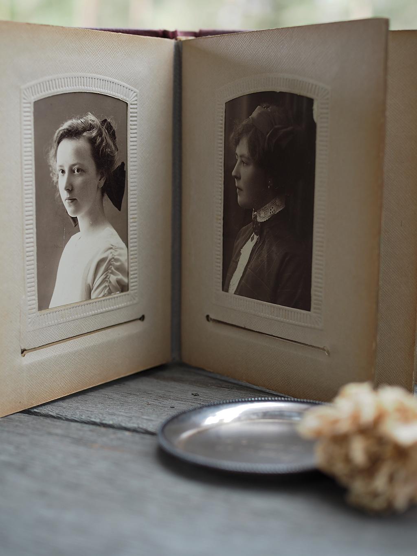 Kirpputorien aarteita; Mestari-lautanen ja vanha valokuva-albumi